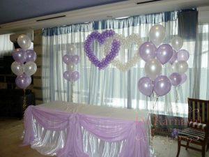 Украшение стола молодых тканью для свадьбы фото