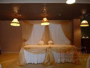 Оформление стола молодых тканью для свадьбы дешево