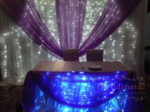 Декор стола молодых тканью для свадьбы фото